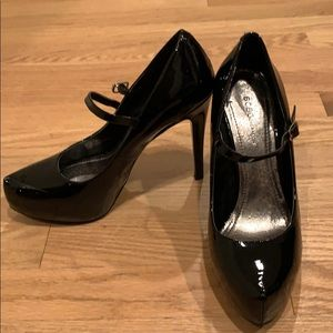 "BCBGeneration ""Paulie"" size 8.5 black pumps"